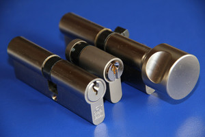 Schließanlage erhältlich mit: Profilzylinder, Halbzylinder, Knaufzylinder